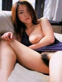asiatique au lit